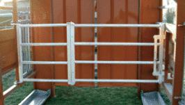 Barrière interne pour parc de contention transportable